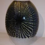 Graal vas med bladguld_ svart